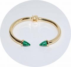 Браслет с зелеными шипами золотой
