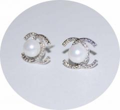 Серьги гвоздики Chanel с жемчужиной