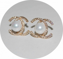 Серьги гвоздики Chanel с жемчужиной золотые