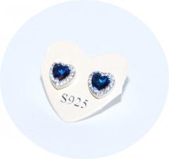 Серьги гвоздики Сердечко с синим камнем