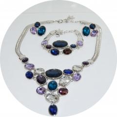 Набор бижутерии с синими камнями
