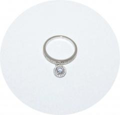 Серебряное колечко с белым камнем
