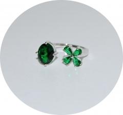 Кольцо зеленый камень и цветочек