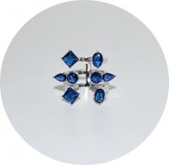 Кольцо из синих камней крупное