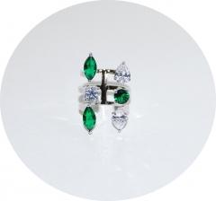 Кольцо из зеленых и белых камней