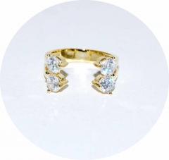 Колечко золотое с камнями