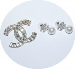 Серьги и брошь в стиле Chanel