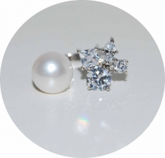 Кольцо серебряное жемчуг с камнями