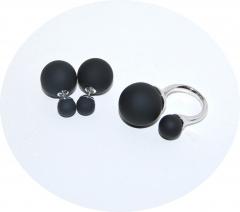 Комплект кольцо и пусеты черный