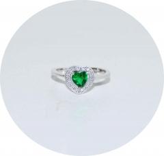 Кольцо Сердечко с зеленым камнем