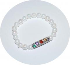 Жемчужный браслет с цветными камнями