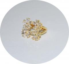 Кольцо Цветочки с камнями золотое