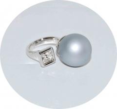 Кольцо в стиле Диор серебристое матовое с камнем