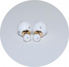 Серьги шарики белые со стразами