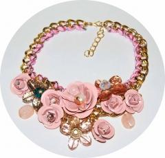 Колье Цветы розовое