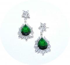 Серьги с зеленым камнем