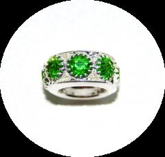 Шарм с камнями зеленый