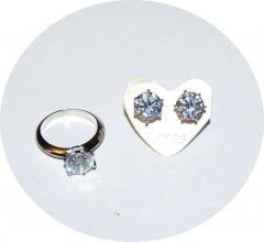 Пусеты и кольцо с цирконом