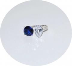 Кольцо с белым и синим камнем
