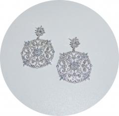 Серьги в стиле D&G с белыми камнями