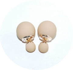Серьги Dior бежевые матовые