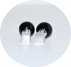 Серьги Dior кубик со стразами черные