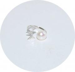 Серебряное кольцо жемчуг и корона