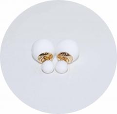 Серьги Dior белые матовые