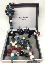 Бусы и серьги в стиле Chanel