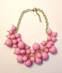 Колье из бусин розовое
