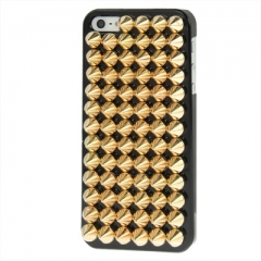 Чехол с золотыми шипами для iPhone 5 черный