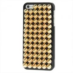 Чехол с золотыми шипами для iPhone 5S черный
