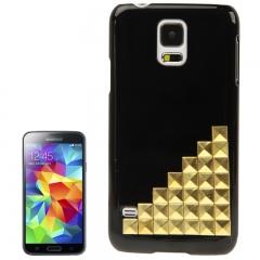 Чехол для Samsung Galaxy S5 черный с золотыми клепками