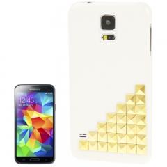 Чехол для Samsung Galaxy S5 белый с золотыми клепками