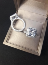 Крупное серебряное кольцо с камнем